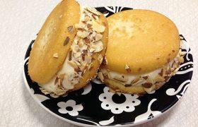 Almond Pound Cake Cupcakewich