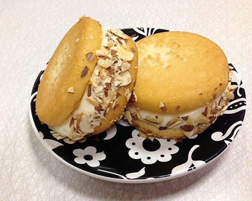 Almond Cake Cupcakewich