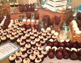 Bluemound Gardens Milwaukee Wedding Cupcakes - Rustic Cupcake Display Gallery