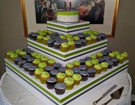Red Circle Inn Nashotah Wisconsin Wedding Cupcakes - Tiered Box Display Gallery