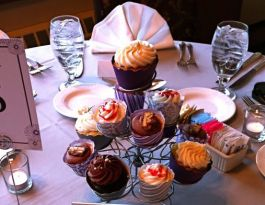 West Bend Country Club Wedding Cupcakes - Silver Wire Centerpiece Gallery