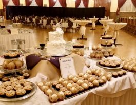 Chandelier Ballroom Wedding Cupcakes - Cake Stand Display Gallery